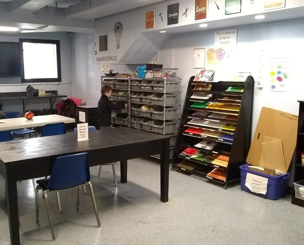 Picture of the Makerspace showing tables and supplies.